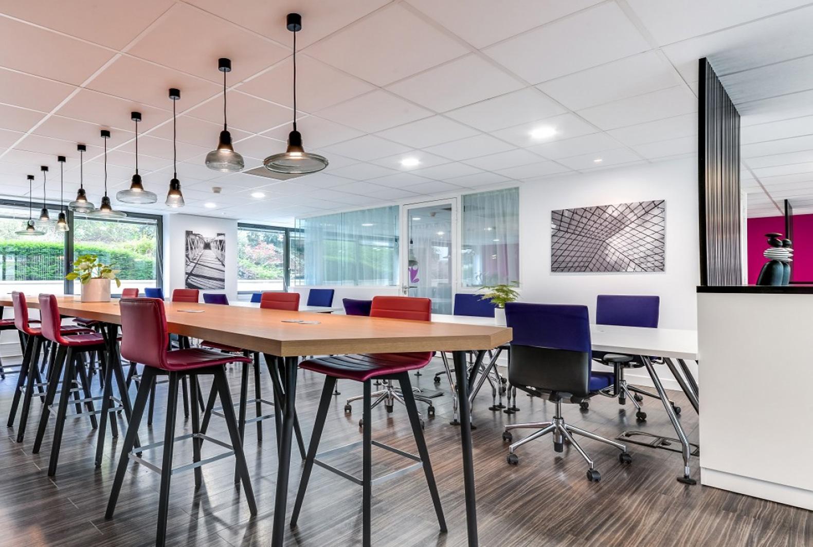 Un espace de travail design contribue à améliorer la productivité